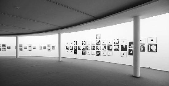 """M.Žilinsko meno galerija Kaunasphoto parodos """"Duetai ir Dviekovos"""" metu 2010 metais"""